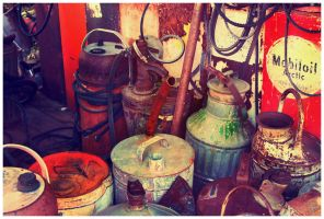 gas cans by fuamnach