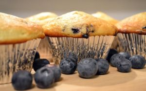 blueberry muffins by jeanbeanxoxo