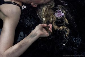 The Bruise. by mistress-macabre