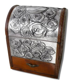 ROSES CHEST by arteymetal