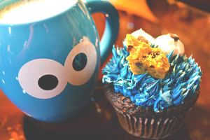 Cookie Monster Cup-cake by xnyanya