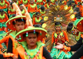 Sinulog 2009: Contingent by josepaolo