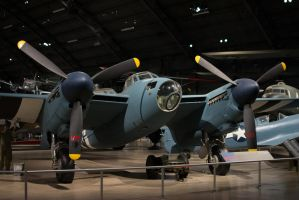 de Havilland Mosquito by PLutonius