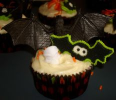 Halloween Cupcake by ThelonelyMonster