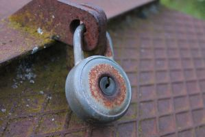 Rusty lock by FinnishFury