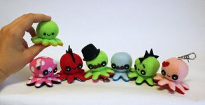 Tiny custom octo-plushies by jaynedanger