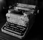 Typewriter by bloodXorange