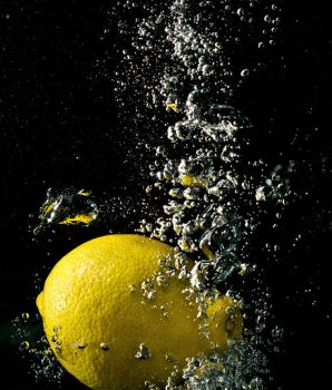 Lemon in water by boyguls