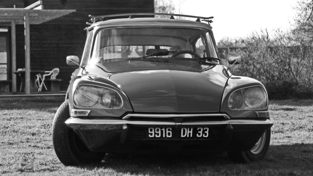 Citroen DS front view by UdoChristmann
