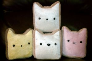 Toast Plushies by gippentarp