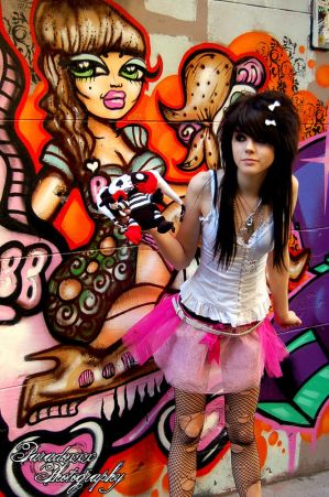 http://th01.deviantart.com/fs20/300W/f/2007/292/7/5/graffiti_queen_II_by_paradoxphotography.jpg