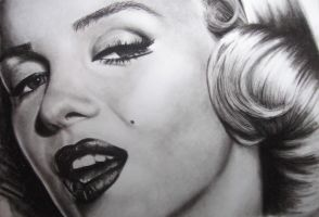 Marilyn Monroe by umbrellaXbrigade