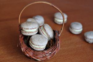 Cinnamon macarons by kupenska