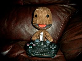 Sackboy Playing LBP 2 by DemonBa55Player
