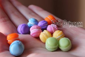 mini macarons by theredprincess