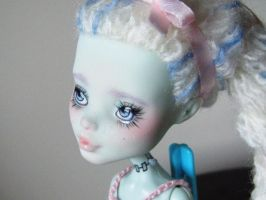 custom repaint monster high frankie - again by hellohappycrafts