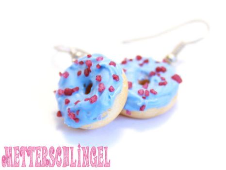 Blue Donut with red crumble by Metterschlingel