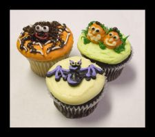 Halloween Cupcakes Part II by theshaggyturtle