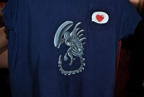 t-shirt with xenomorph DIY by coralinen23