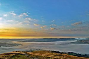 loose hills morning mist by Duckmad
