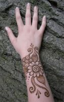 Henna Swirl Flower on Wrist by flowerwills