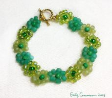 Green Meadow Daisy Bracelet by OtakuEC