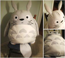 Studio Ghibli - Totoro Plush by AwesomeTikiWiki