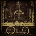 The bike and the coffeeshop by IMAGENES-IMPERFECTAS