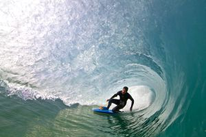 Surfing on the knee by LouisStone