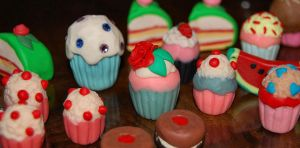 Lots of cupcakes by Madizzo