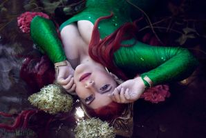 Queen Mera by You-burn-with-us