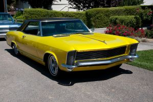 1965 Buick Riviera by SharkHarrington
