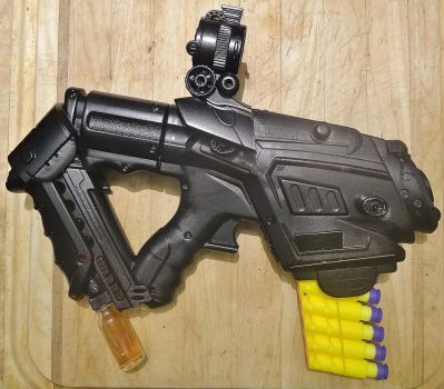 Borderlands-Inspired Pistol 1st Pic With Paint by KingMakerCustoms