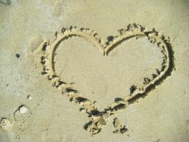 Heart in the sand by BeautifulLie89