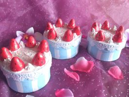 strawberry cake box by ruby-misted-eyes