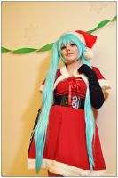 Vocaloid: Christmas Miku by CosplayerWithCamera