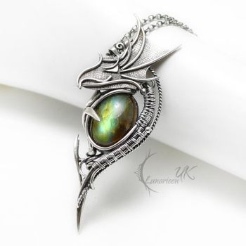 THAMINHTRILH DRAGVARIS Silver and Labradorite by LUNARIEEN