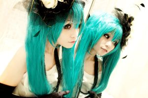 miku in the mirror by Ayase-chan
