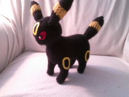 Umbreon Crocheted by Kitorahoshi