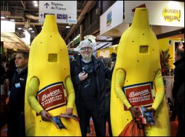 With my friendly bananas by SUDOR