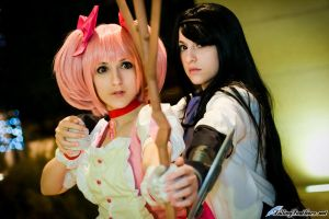 Madoka and Homura by FallingFeathers