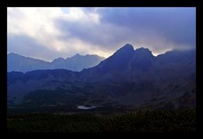 misty mountains by rumun