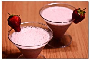 Strawberry smoothie by munchinees
