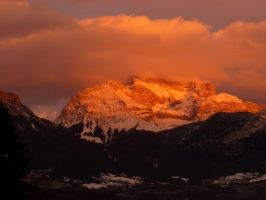 Golden Crown on the Head of the Mountain by MirachRavaia