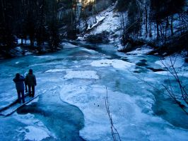 Frozen water, ppl are watching by SteffenHa