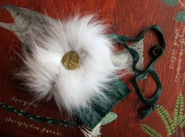 Custom leather and wolf fur pouch by lupagreenwolf