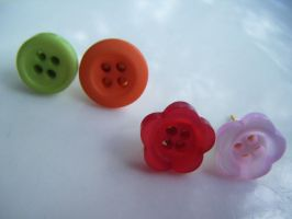 Cute Button Studs by Cinnamonster