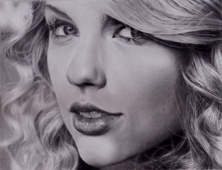 Taylor Swift by EmoMayCry