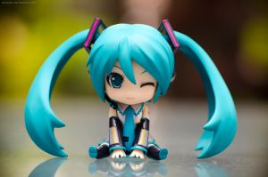 nendoroid miku 2.0  2 by danzE26