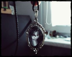 Raven necklace by Vongrell